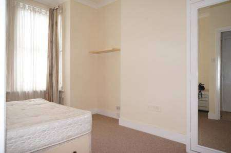 SUPERB TWO BEDROOM GARDEN FLAT IN QUEENS PARK