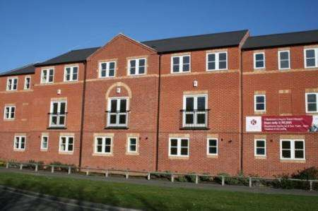 THREE BEDROOMED TOWNHOUSE WITH 3 BATHROOMS & GARAGE! £750PCM