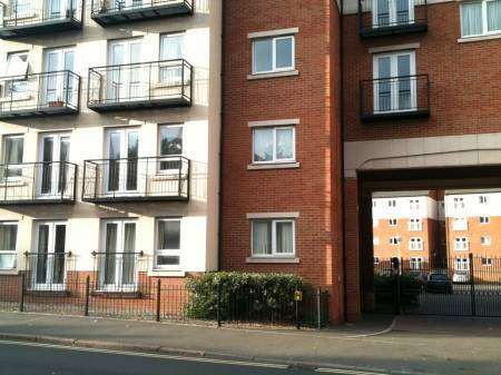 2 bed fully furnished apartment with parking