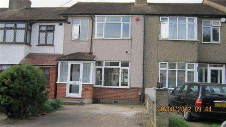Newly Decorated 3 Bed House Close to Stations and Roadlinks